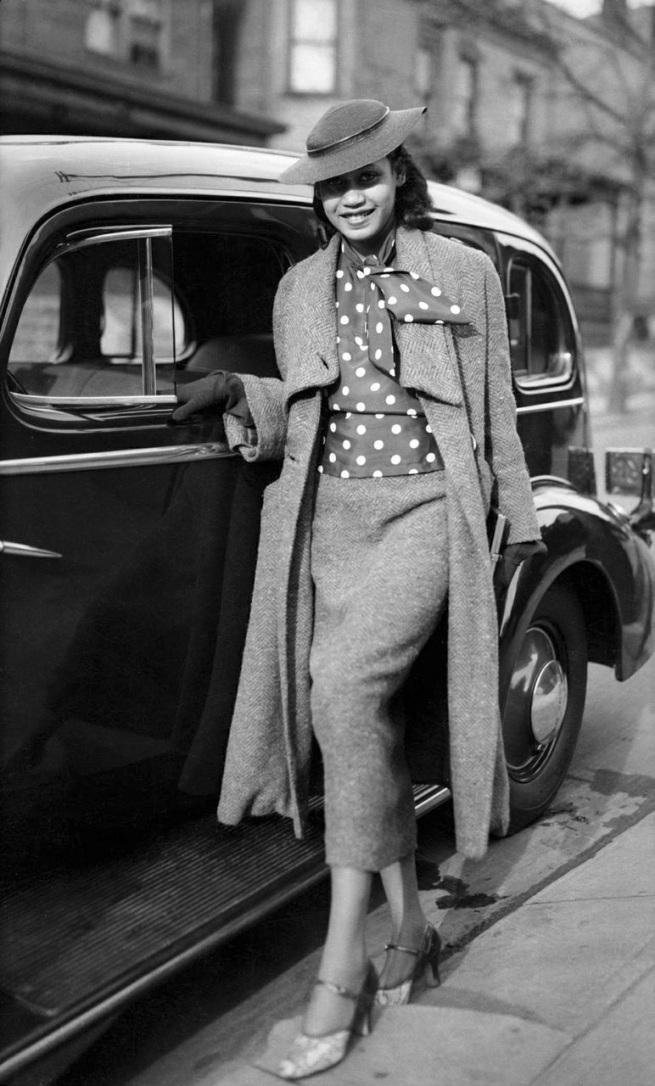 "Charles ""Teenie"" Harris. 'Mary Louise Harris on Mulford Street, Homewood, Pittsburgh, Pennsylvania' c. 1930-1939"