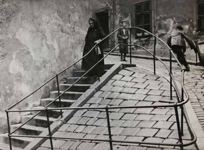 Roman Vishniac. '[Inside the Jewish quarter, Bratislava]' c. 1935-38