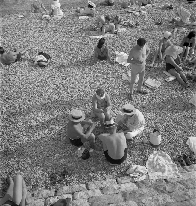 Roman Vishniac. '[Beachgoers in the afternoon, Nice, France]' c. 1939