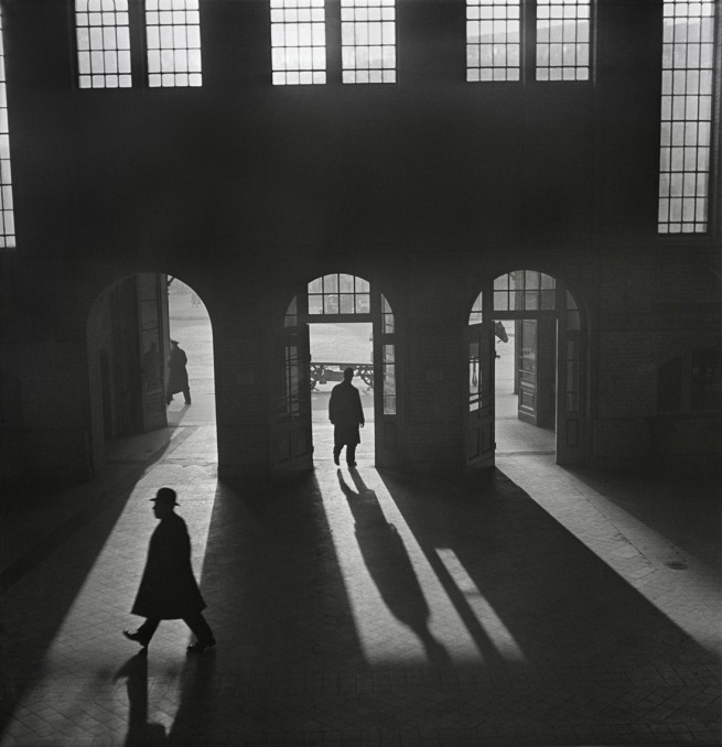 Roman Vishniac. '[Interior of the Anhalter Bahnhof railway terminus near Potsdamer Platz, Berlin]' late 1920s - early 1930s