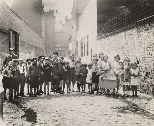 August Sander. 'Children in the city' 1930