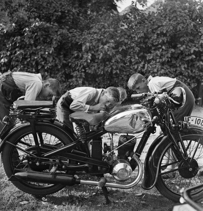 Roman Vishniac. '[Boys admiring a motorcycle, Brandenburg, outskirts of Berlin]' 1929 - early 1930s (printed 2012)