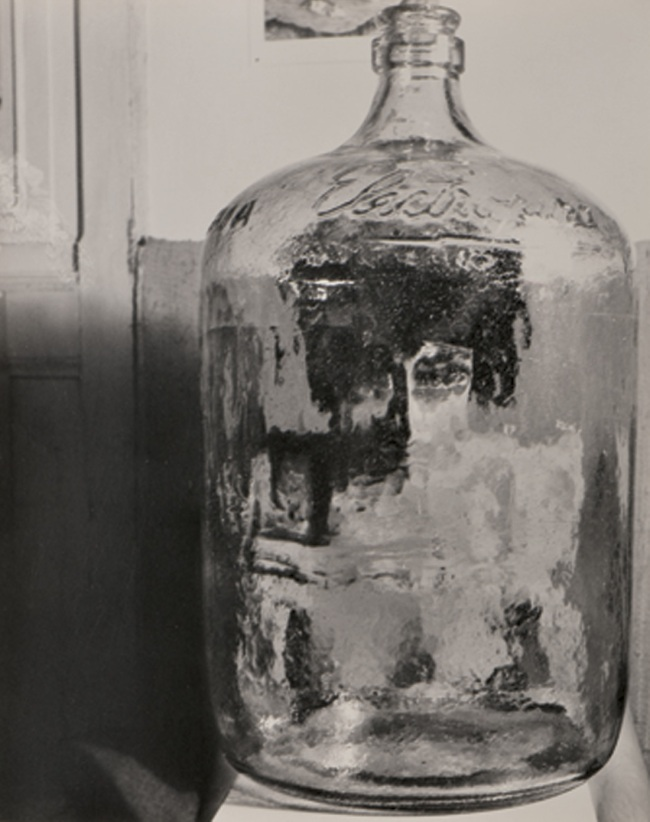 Kati Horna. 'El botellón' [The Bottle] Mexico, 1962