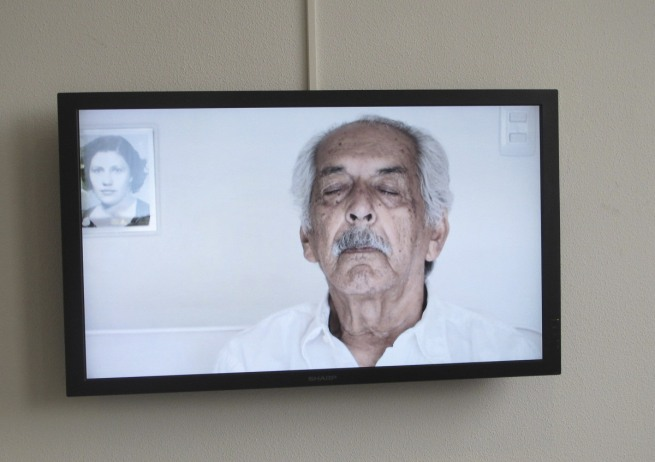 Oscar Muñoz. 'Fundido a blanco (dos retratos)' [Fade to White (Two Portraits)] 2010
