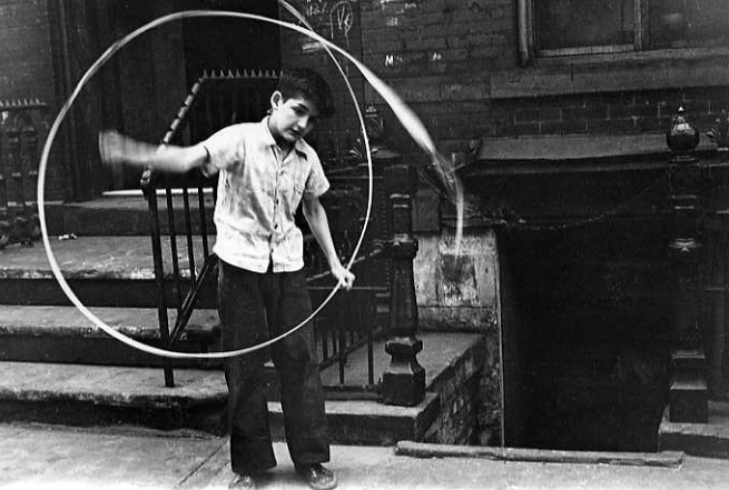 Helen Levitt. 'Boy with Ribbon' 1940