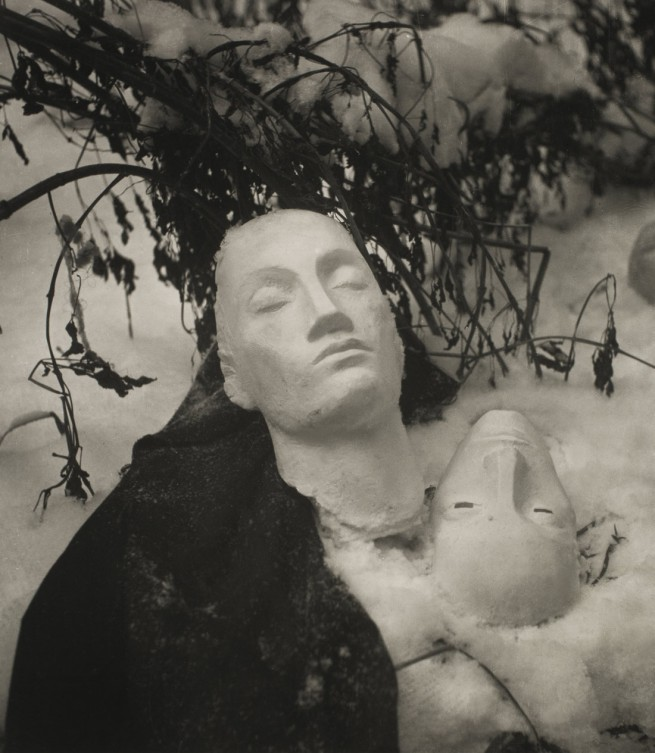 Kati Horna. 'Invierno en el patio' [Winter in the Courtyard] Paris, 1939