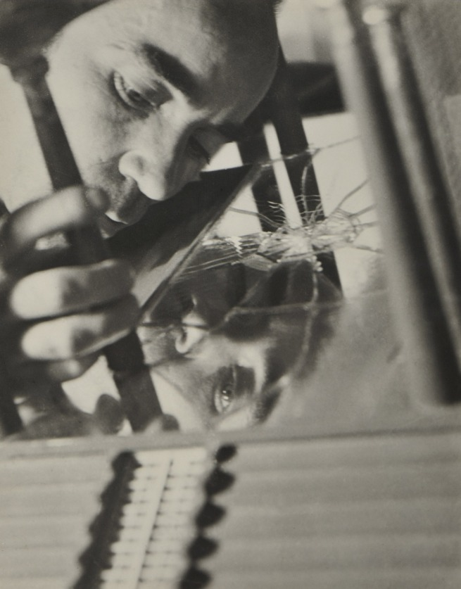 Kati Horna. 'José Horna elaborando la maqueta de la casa de Edward James' [José Horna Working on the Maquette for Edward James's House] Mexico, 1960
