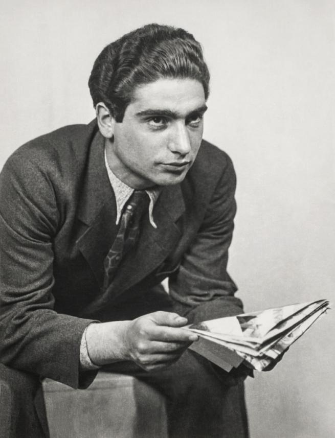 Kati Horna. 'Robert Capa in the Studio of József Pécsi' Budapest, 1933
