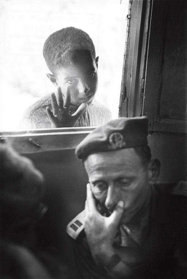 Jean Mohr. 'A few days after the Six-Day War, an Israeli officer considers an ICRC proposal, under the gaze of a Palestinian boy, Kalandia village between Jerusalem and Ramallah, 1967'