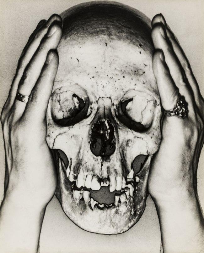 Erwin Blumenfeld. 'Skull' 1932/33
