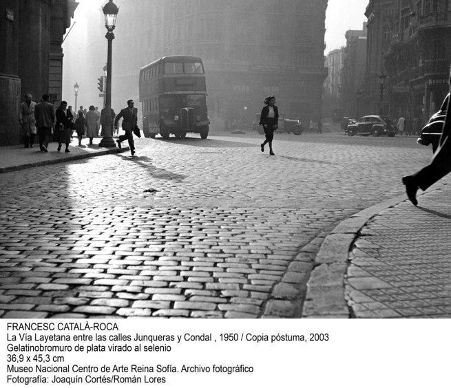 Francesc Català-Roca. 'La Vía Layetana entre las calles Junqueras y Condal' 1950 / copia póstuma, 2003