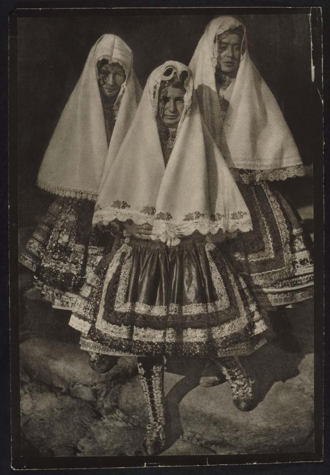 José Ortiz Echagüe. 'Puertas Lagarteranas' (Women of Lagartera) 1920-1923 (circa)