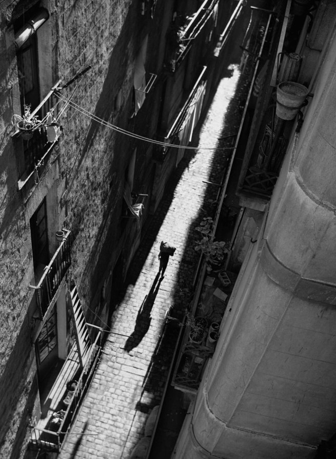 Francesc Català-Roca. 'El hombre del saco' (The Bogeyman) 1950 (circa) / Posthumous print, 2003