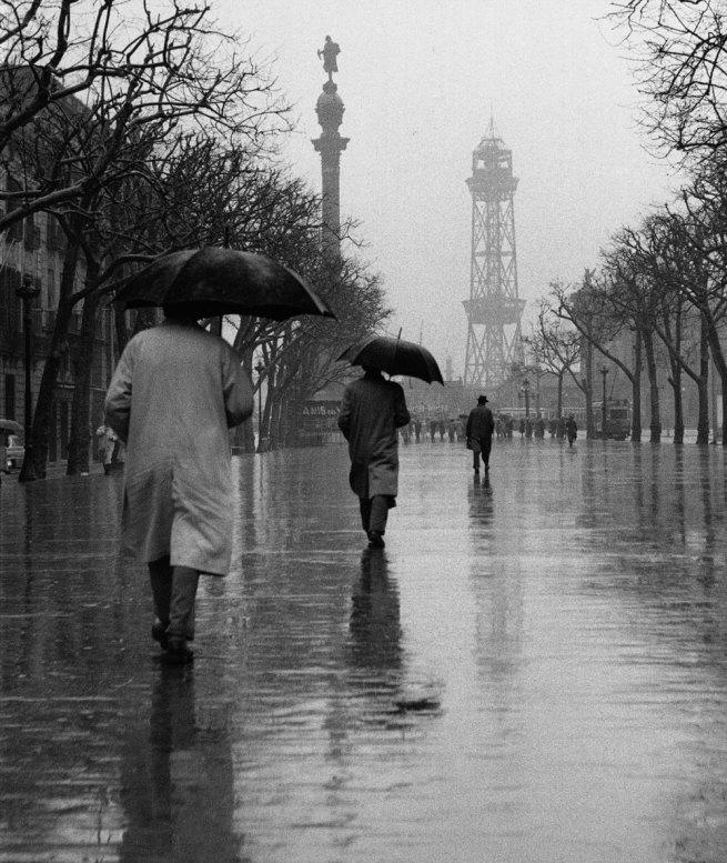 Francesc Català-Roca. 'Las Ramblas con lluvia' (The Ramblas in the Rain) 1950 (circa) / Posthumous print, 2003