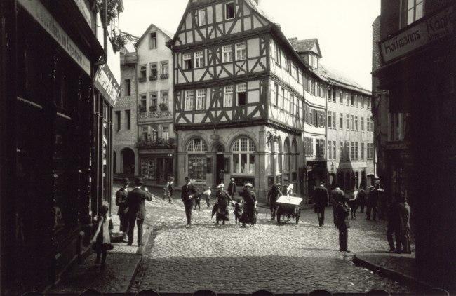 Oskar Barnack. 'Wetzlar Eisenmarkt' 1913