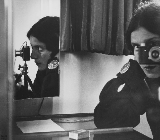 Ilse Bing. 'Self-portrait in Spiegeln' 1931