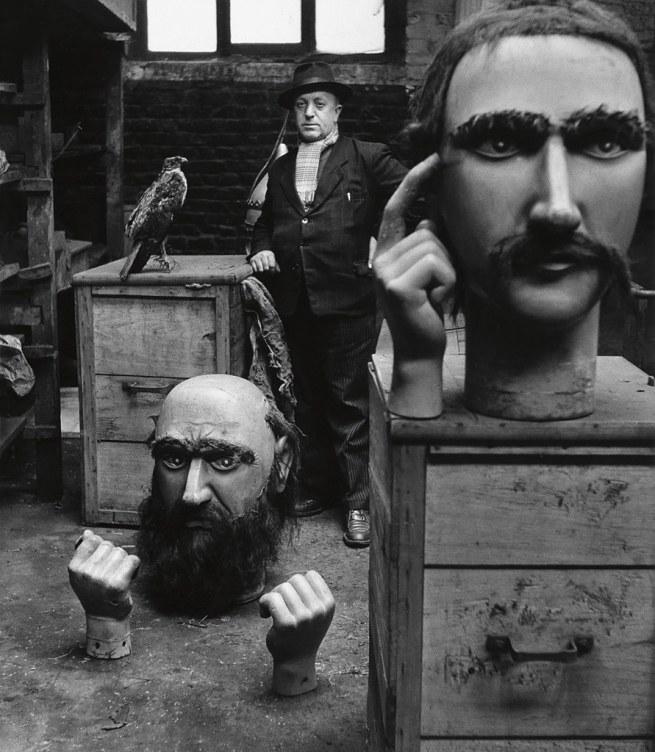 Robert Doisneau (1912-1994) 'Le gardien des géants du Nord' Nd