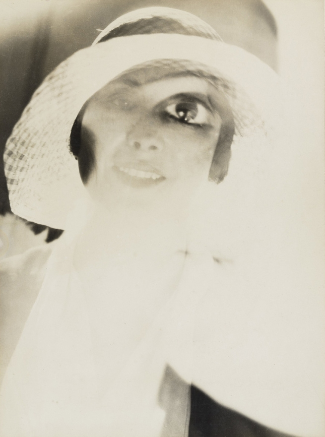 Maurice Tabard. 'Am I Beautiful?' (Suis-je belle?) 1929