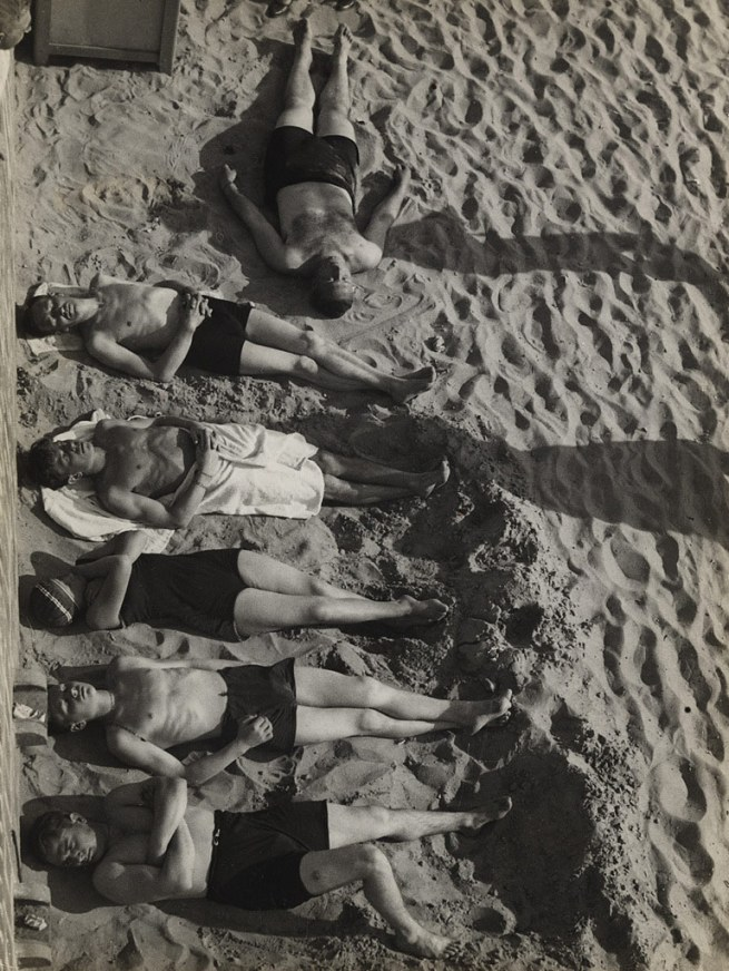 Umbo (Otto Umbehr). 'Six at the Beach' (Sechs am Strand) 1930