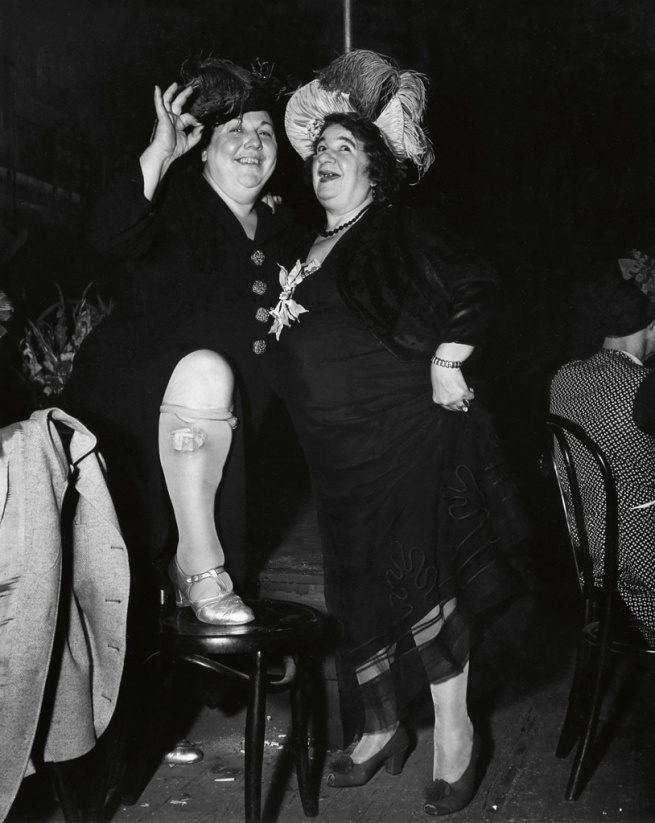 Weegee (Arthur Fellig). 'Billie Dauscha and Mabel Sidney, Bowery Entertainers' December 4, 1944