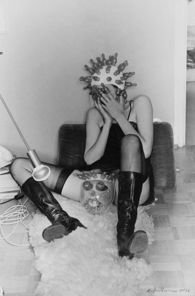 Renate Bertlmann (*1943) 'Zärtliche Pantomime' 1976