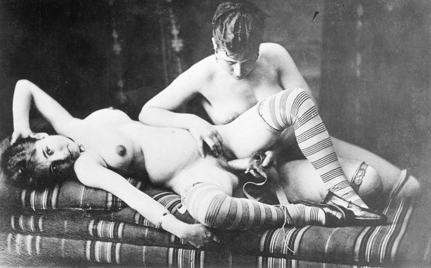 women nude with dildo