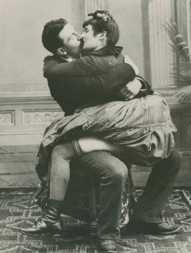 Unknown photographer. 'Man and woman kissing while seated on a chair' 1890-1893