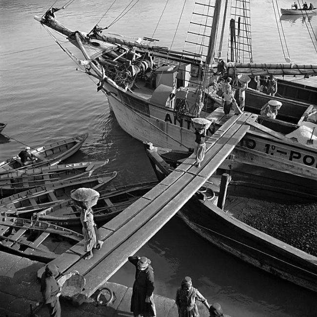 Nicolás Muller. 'Descargando sal' Oporto, Portugal, 1939