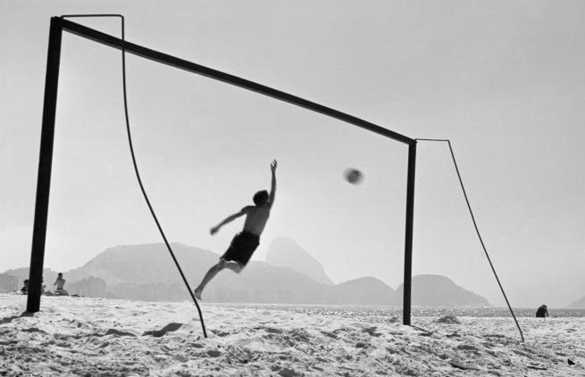 Thomaz Farkas. 'Copacabana Beach, Rio de Janeiro' 1947