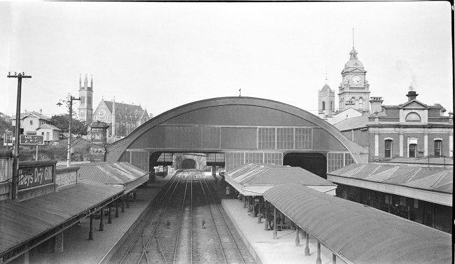 Alfred Elliott. 'Central Railway Station, from Edward Street' 1922