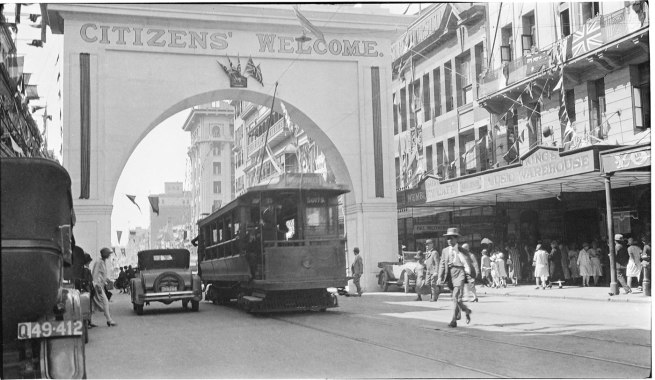 Alfred Elliott. ''Citizens' Welcome' arch, Queen Street' 1927