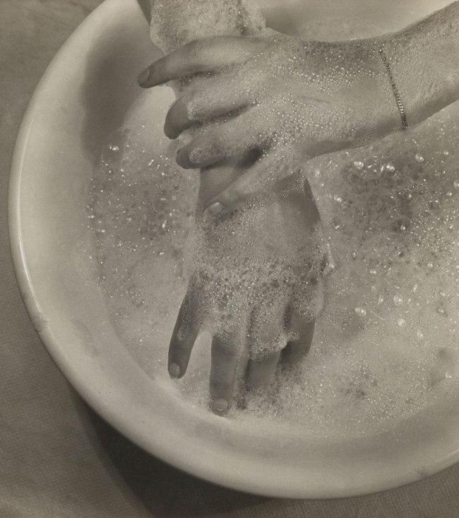 Ringl + Pit (German) Ellen Auerbach Grete Stern. 'Soapsuds' 1930