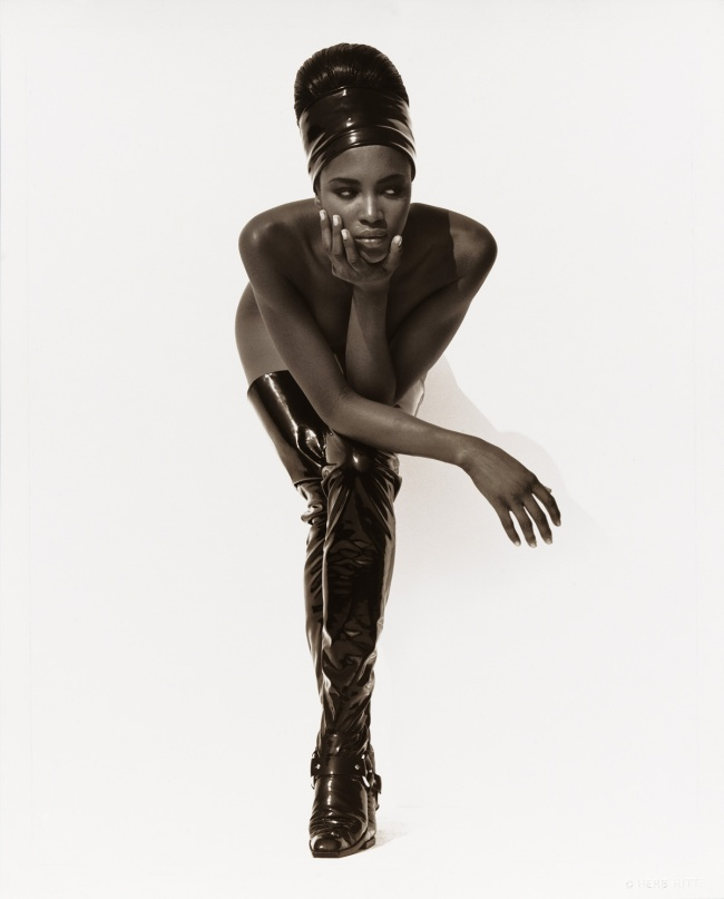 Herb Ritts. 'Naomi Campbell, Face in Hand, Hollywood' 1990