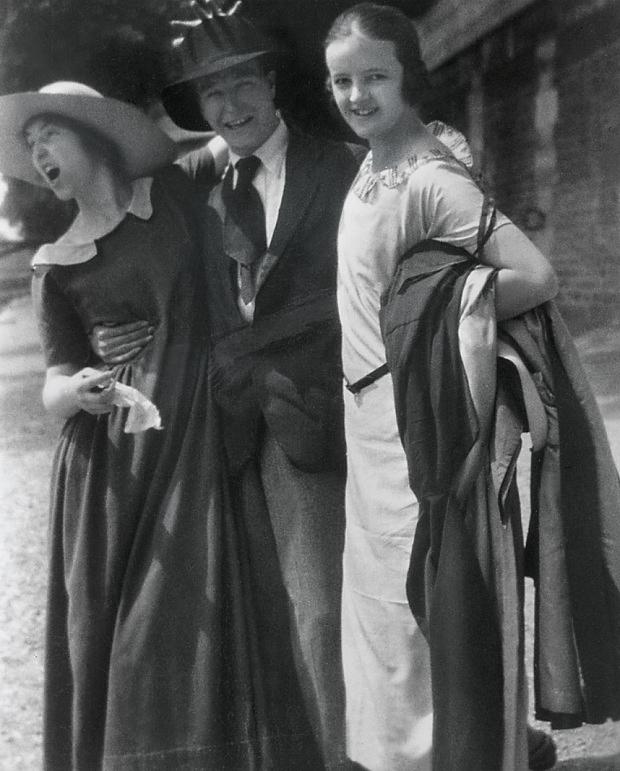 Raymond Coxon. 'Henry Moore, Edna Ginesi and Barbara Hepworth in Paris' 1920