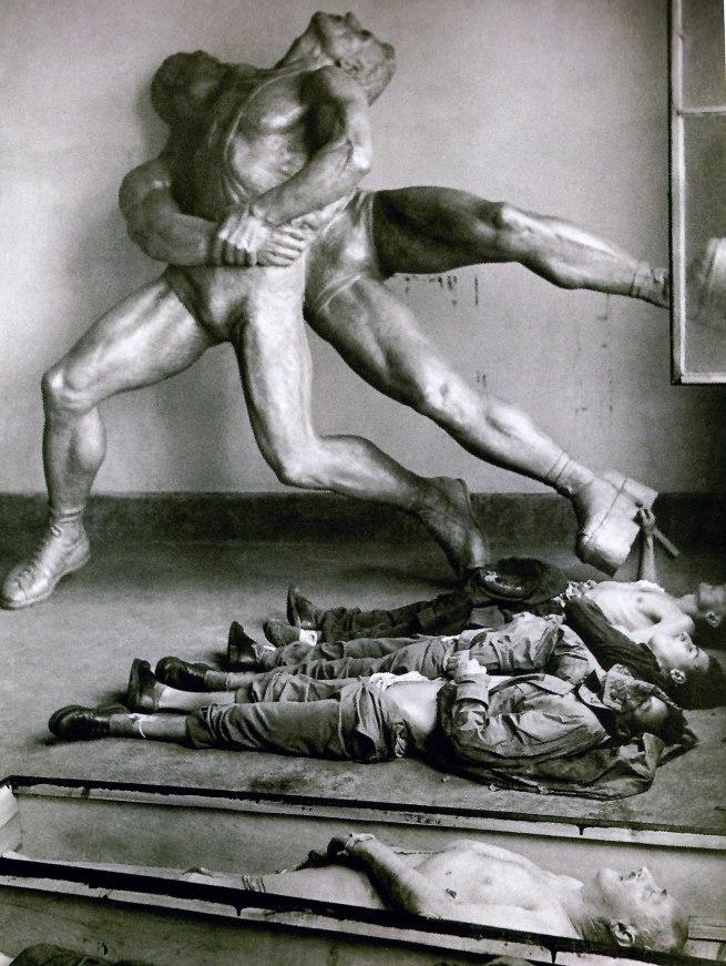 Anonymous photographer. 'Dans un local désaffecté de Budapest, les corps de patriotes hongrois voisinent avec une statue déboulonnée à la gloire du sport soviétique', Budapest. 1956