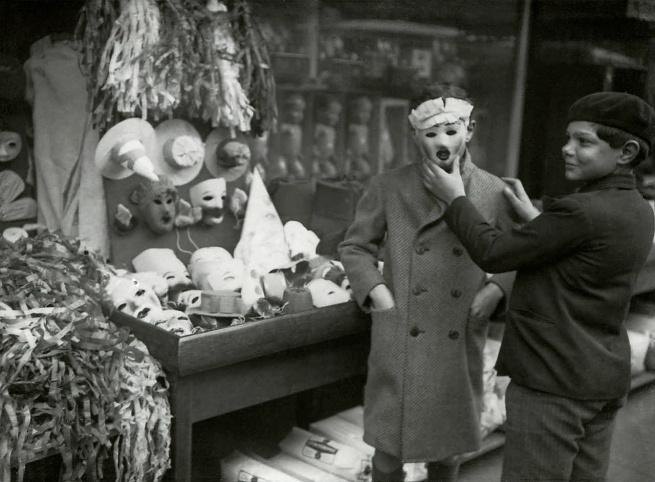 France-Presse. 'C'est demain mardi-gras', 5 mars 1935