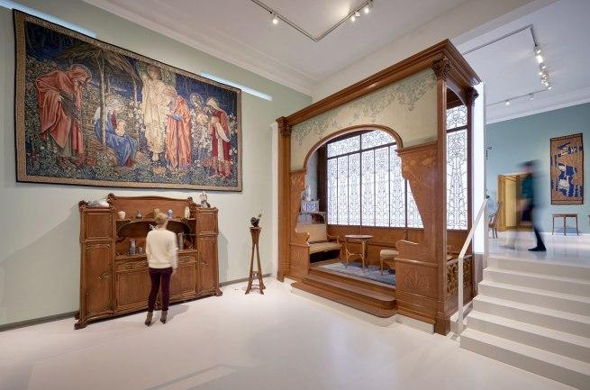 Installation photograph of the exhibition 'Art Nouveau. The Great Utopian Vision' at Museum für Kunst und Gewerbe Hamburg