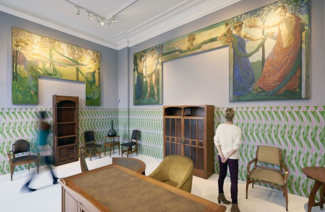 Installation photograph of the exhibition 'Art Nouveau. The Great Utopian Vision' at Museum für Kunst und Gewerbe Hamburg