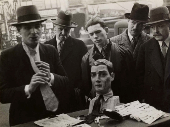 Mr. Brodsky. 'Marchand ties, Paris' 1935