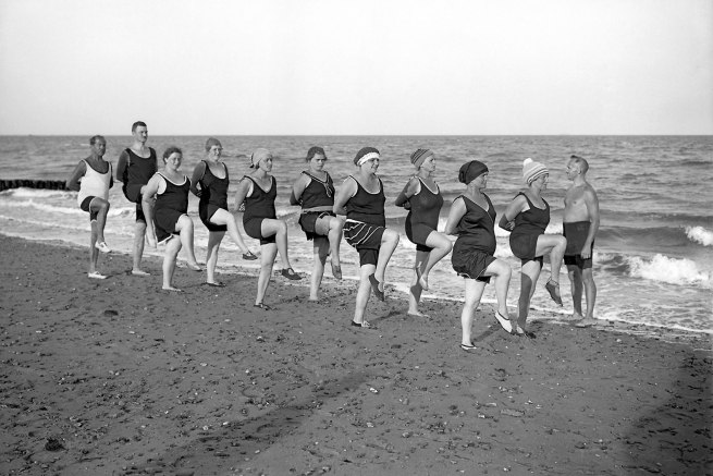 Sports at the beach in Wyk on the island of Föhr c. 1912