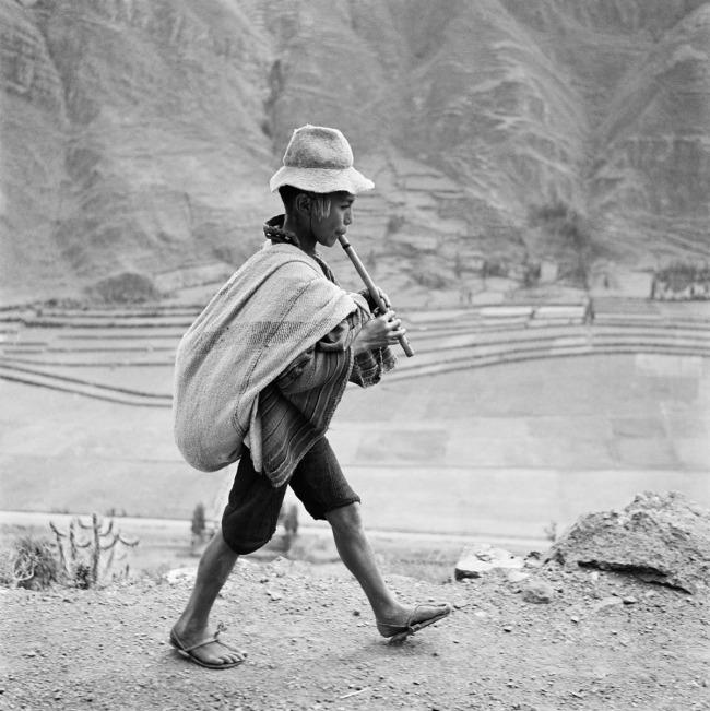 Werner Bischof (1916 - 1954) 'On the road to Cuzco' Valle Sagrado, Peru 1954