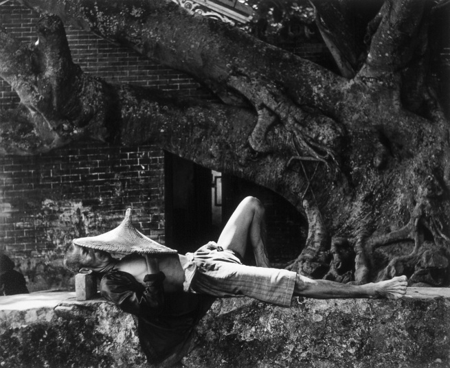 Werner Bischof (1916 - 1954) 'A pleasant sleeping' Island of Kau Sai 1952