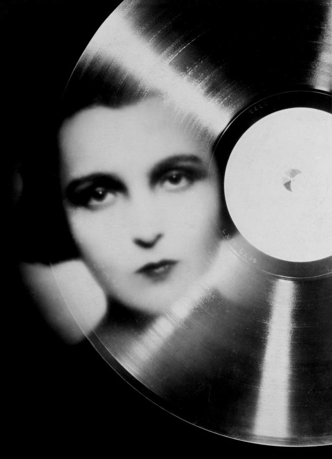 François Kollar. 'Étude publicitaire pour Magic Phono, portrait de Marie Bell en photomontage' 1930