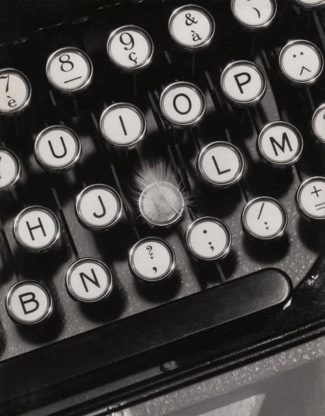 François Kollar. 'Publicité pour machine à écrire Hermès' 1930