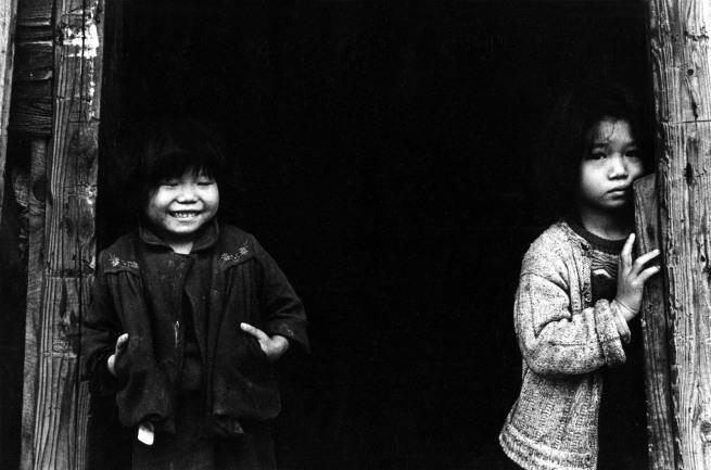 Ken Domon. 'Sorelline orfane, Rumie e Sayuri [Orphan sisters, Rumie and Sayuri]' 1959