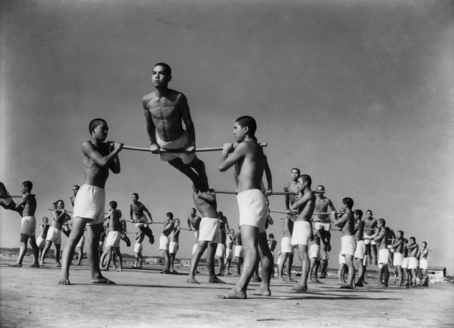 Ken Domon. 'Allenamento degli allievi del corpo della Marina [Students of the Navy training]' 1936