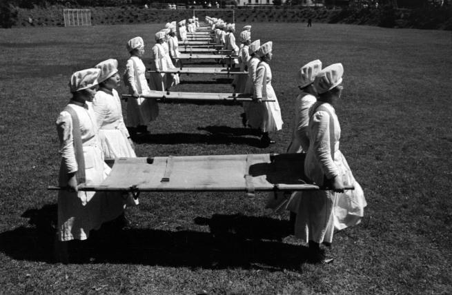 Кен Домон.  «Esercitazioni delle Crocerossine [упражнения Красного Креста]» 1938