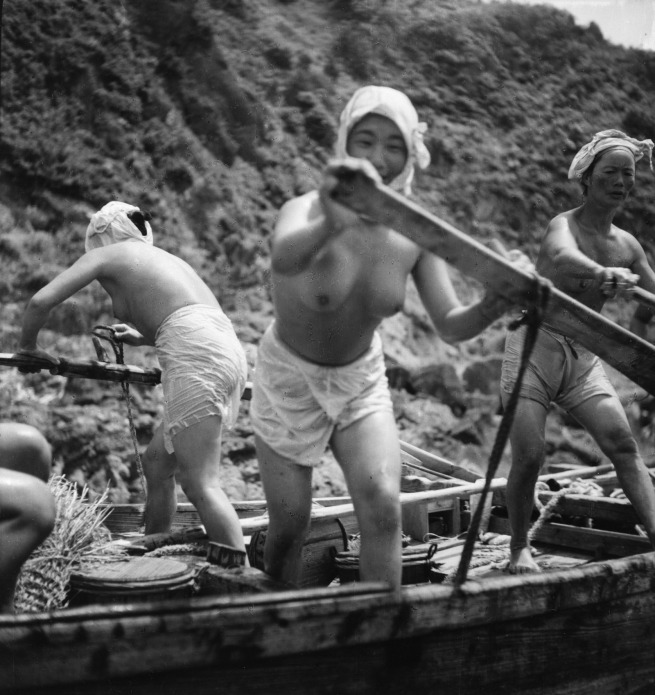 Ken Domon. 'Pescatrici di perle (ama san) [Pearl fisherwomen]' 1948