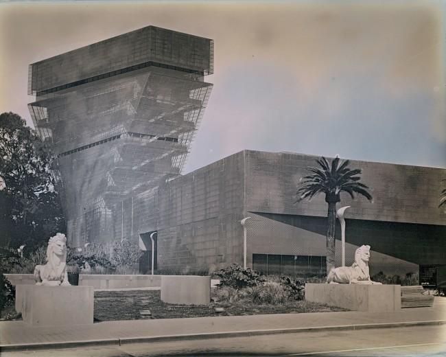 Binh Danh. 'Sphinxes' (by Arthur Putnam, 1912) 2014