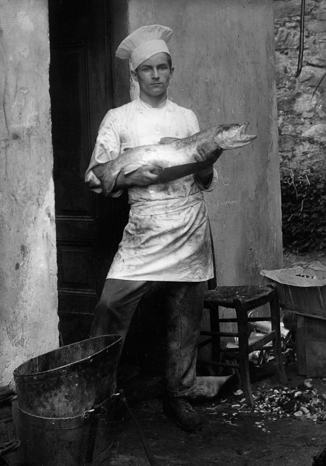 Roberto Donetta. 'For the photographer, he briefly interrupts his work: A chef in Bleniotal' Nd